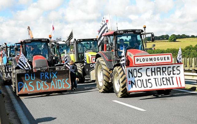 a-bord-de-leurs-tracteurs-les-agriculteurs-bretons_2513614_643x405p.jpg